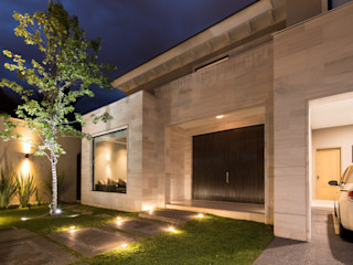 CASA FÁTIMA Rousseau Arquitectos Casas modernas