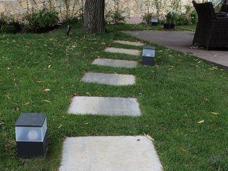 SOiL arquitectura del paisaje Minimalist style garden Concrete Grey