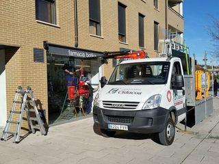 Sustitución de escaparates con servicios de urgencias Cristaleria Cidacos Puertas y ventanas de estilo clásico
