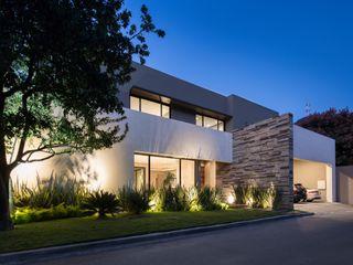 LA ESCONDIDA Rousseau Arquitectos Casas modernas