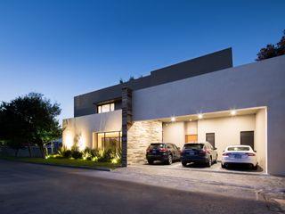 LA ESCONDIDA Rousseau Arquitectos Garajes modernos