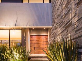 LA ESCONDIDA Rousseau Arquitectos Pasillos, vestíbulos y escaleras modernos