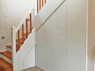 Schreinerei & Innenausbau Fuchslocher Modern corridor, hallway & stairs