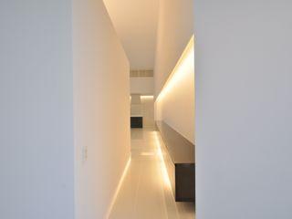 門一級建築士事務所 Couloir, entrée, escaliers modernes Blanc