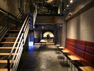 コト Office spaces & stores Wood Black