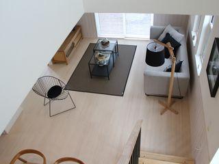 コト Living roomLighting Wood Wood effect