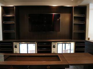 コト Modern dining room Wood Wood effect
