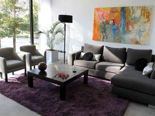 Living Estudio Karduner Arquitectura Salones modernos Madera Morado/Violeta