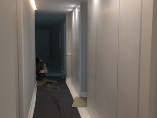 DISIGHT Modern Corridor, Hallway and Staircase