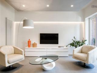 Casa Tuscolana, Studio Q Arch. Bartolomeo Quintiliani Giacomo Foti Photographer Soggiorno moderno Bianco