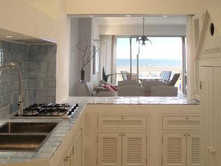 Appartamento al mare Filippo Coltro architetto Cucina in stile mediterraneo