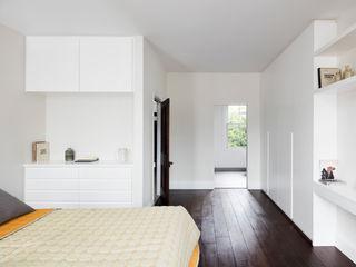 Burrard Road, West Hampstead, London NW6 Brosh Architects Moderne Schlafzimmer