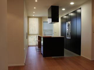 Apartamento JM ATYCO Cocinas de estilo minimalista Negro