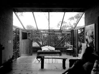A+R arquitetura Giardino d'inverno in stile rustico Vetro Beige