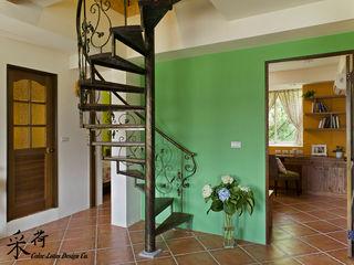 Color-Lotus Design Vestíbulos, pasillos y escalerasEscaleras Metal Verde