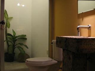 escala1.4 Baños de estilo moderno