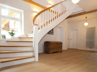 STREGER Massivholztreppen GmbH Classic style corridor, hallway and stairs Solid Wood White