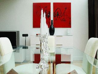 Décoration complète d'une maison contemporaine Saint Prix 95390 h(O)me attitudes by Sylvie Grimal Salle à mangerTables Bois Rouge