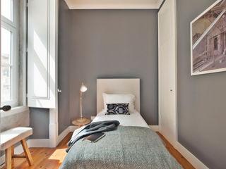 Pureza Magalhães, Arquitectura e Design de Interiores SchlafzimmerBetten und Kopfteile Grau
