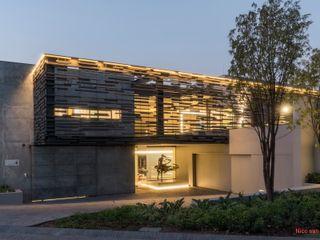 Nico Van Der Meulen Architects Окремий будинок Сірий