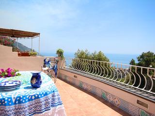 UNA CASA A POSITANO-COSTIERA AMALFITANA archielle Balcone, Veranda & Terrazza in stile mediterraneo