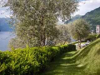 VL piscina_Progetto di una piscina e sistemazione delle aree esterne* Chantal Forzatti architetto Giardino con piscina Grigio