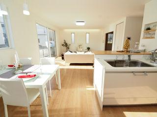 Live Sumai - アズ・コンストラクション - Modern style kitchen Wood White