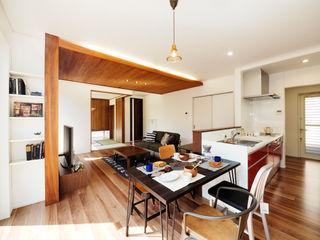 Live Sumai - アズ・コンストラクション - Modern dining room Wood effect