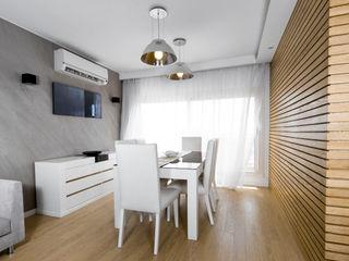 Dr. Allam Apartment CUBEArchitects ミニマルデザインの ダイニング 木目調