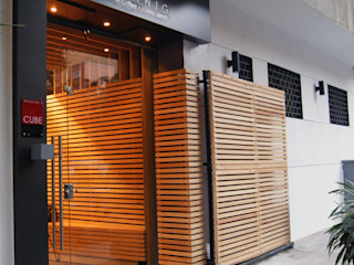 MEHAWIG I Gourmet Coffee & Honey Blends CUBEArchitects モダンな商業空間