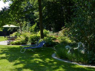 Parkartiger Hausgarten in Coburg KAISER + KAISER - Visionen für Freiräume GbR Garten im Landhausstil