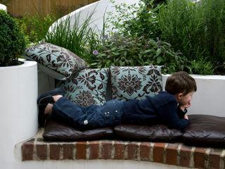 MODERN FAMILY GARDEN DESIGN IN WEST LONDON Earth Designs Vườn phong cách Địa Trung Hải