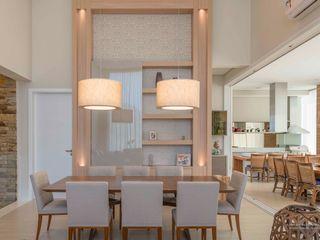 Residência Condomínio Tamboré - São Paulo Izilda Moraes Arquitetura Sala de jantarIluminação