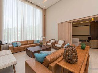 Residência Condomínio Tamboré - São Paulo Izilda Moraes Arquitetura Salas de estar modernas