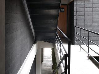 Boutique de Arquitectura (Sonotectura + Refaccionaria) 現代風玄關、走廊與階梯