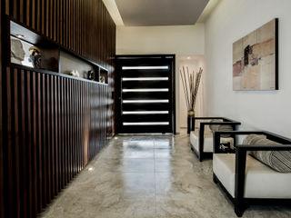 Constructora e Inmobiliaria Catarsis Pasillos, vestíbulos y escaleras de estilo moderno Madera Beige
