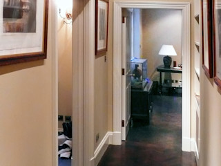 Chelsea Bachelor pad-London Prestige Architects By Marco Braghiroli Коридор