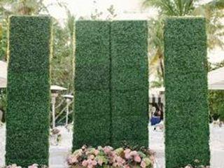 Artificial hedges in Planter Sunwing Industries Ltd Corridor, hallway & stairsAccessories & decoration