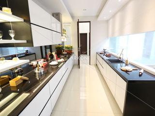 Setra Duta, Bandung ARKON KitchenCabinets & shelves White