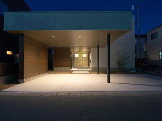 土間のある八山田の家 TKD-ARCHITECT モダンな 家 白色