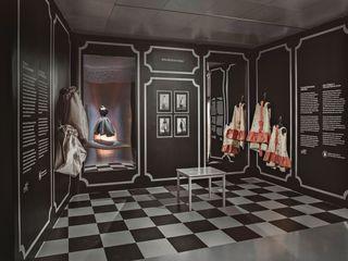 """EXPOSICIÓN """"BALENCIAGA A TRAVES DEL ENCAJE"""" Hiruki studio Museos de estilo clásico"""