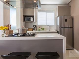Sala & Cozinha - Por Patrícia Nobre Patrícia Nobre - Arquitetura de Interiores Armários e bancadas de cozinha Quartzo