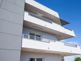 ALMA DESIGN Pasillos, vestíbulos y escaleras modernos