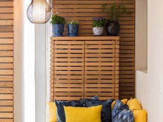 Maluf & Ferraz interiores Modern Terrace Wood Yellow