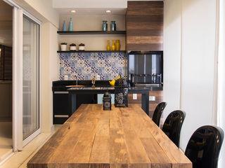 Maluf & Ferraz interiores Modern Terrace Solid Wood Blue