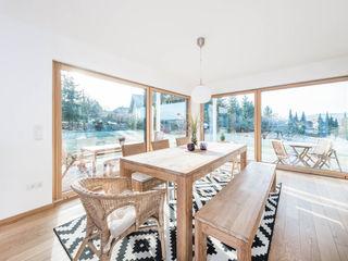 Klassik trifft Moderne wir leben haus - Bauunternehmen in Bayern Ausgefallene Esszimmer Holz