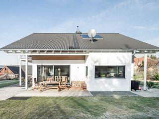 Klassik trifft Moderne wir leben haus - Bauunternehmen in Bayern Einfamilienhaus Weiß
