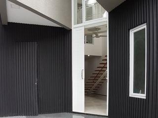 Heavy Rotation House Parametr Architecture pintu depan Aluminium/Seng Black