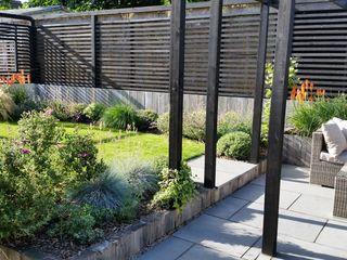 Sloping Garden Design, Crowthorne, Berkshire Linsey Evans Garden Design Modern garden