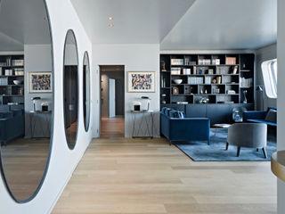 APARTMENT IN CITYLIFE MILANO PAOLO FRELLO & PARTNERS Ingresso, Corridoio & Scale in stile moderno